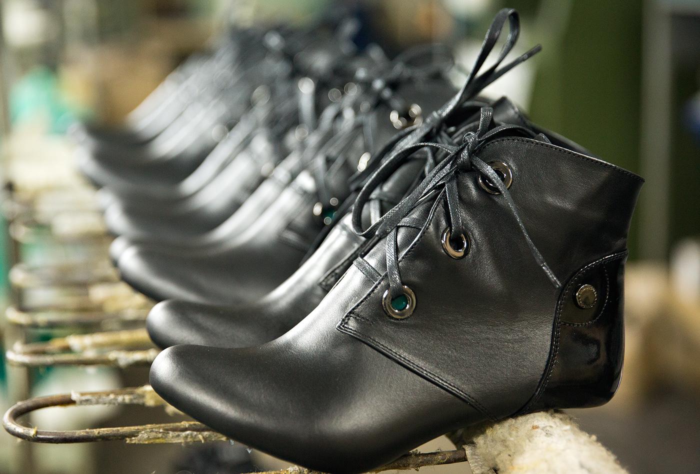 da52ffe81ced Днепропетровская обувная фабрика POLI - Производство и продажа ...